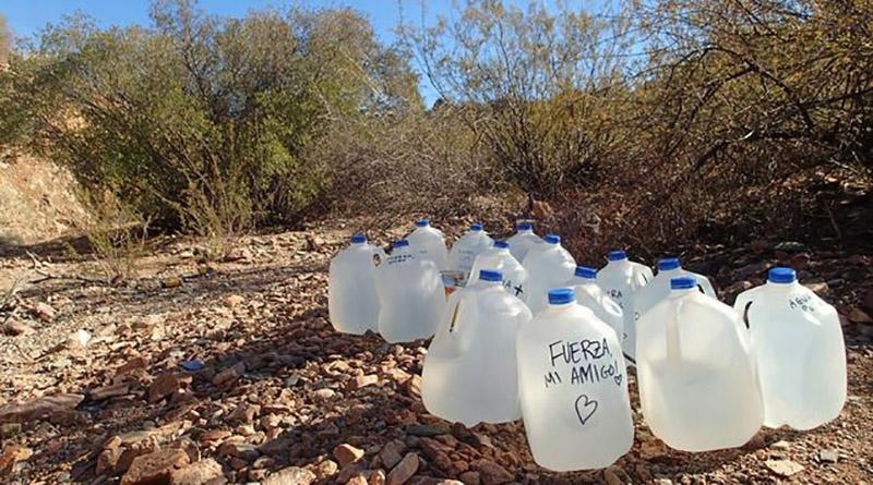 ¡Increíble! Condenan a cuatro mujeres por dejar agua a migrantes