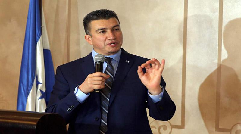 Delitos contra el honor no deberían ser pagados con cárcel: Rolando Argueta