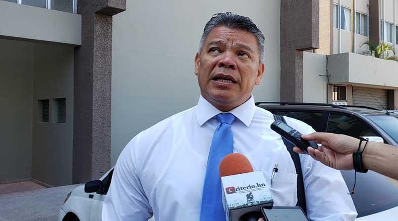 """JOH """"es el hombre atrás del saqueo del Estado"""": Omar Menjívar"""