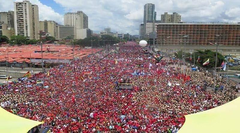 Venezolanos invaden calles de Caracas en apoyo a Nicolás Maduro