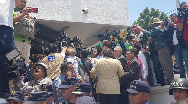 Presentan ante la MACCIH pruebas de corrupción