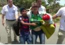 Policías mexicanos tratan como animales a migrantes durante redada
