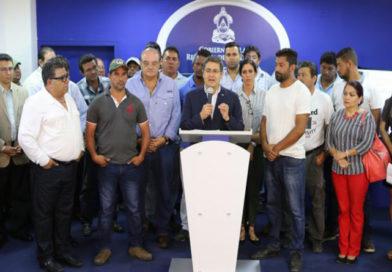 En madrugón gobierno pacta acuerdo de promesas con transportistas
