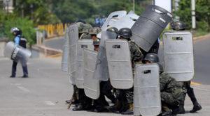 Militares echan leña al fuego