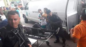 Un muerto y 26 heridos