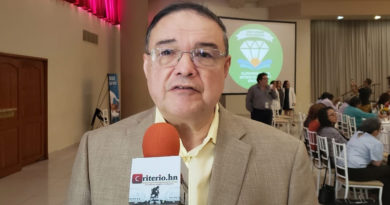 Sistema de salud no debe plantearse sobre tesis neoliberal: Efraín Bú Figueroa