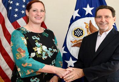 Diplomático de carrera sustituye a Heide Fulton