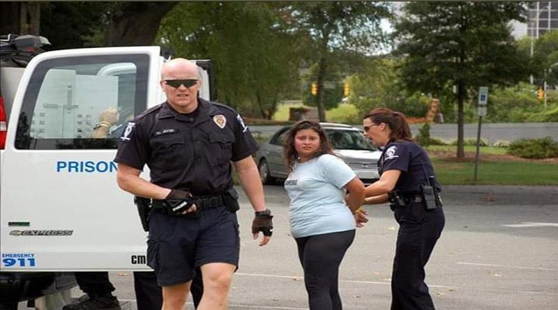 ICE arrestó a 899 inmigrantes