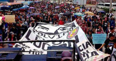 Estudiantes de Honduras piden renuncia de Hernández en concurrida protesta