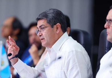 Hernández se quedó solo en la Cumbre de Tuxtla