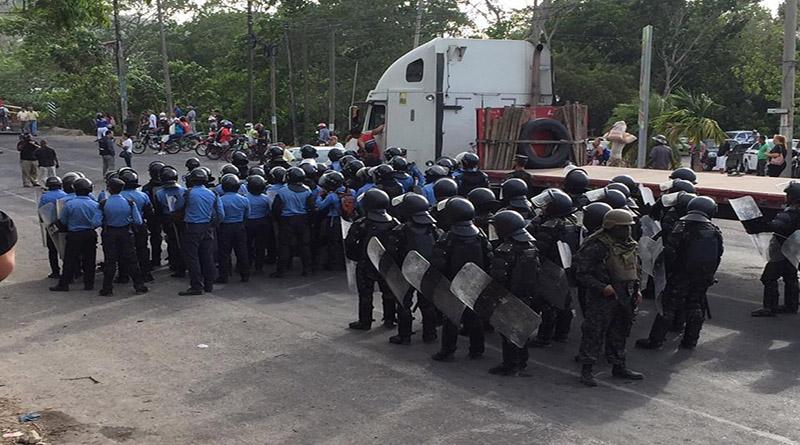 Desmilitarización y retiro de agentes policiales