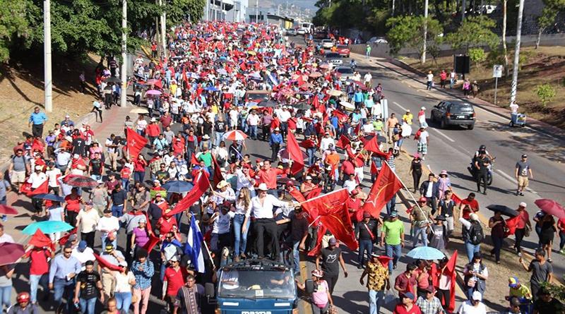 Marea roja exige la salida de Hernández