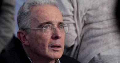 Corte de Colombia vincula formalmente a Álvaro Uribe por soborno de testigos
