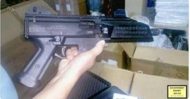 Pistola de JOH con nombre y bandera de Honduras es evidencia en juicio de Nueva York