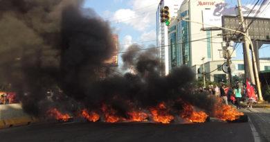 Comienzan protestas que exigen salida de Hernández por vínculos con el narcotráfico