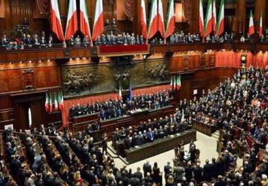 En Italia eliminan 230 diputados y 115 senadores