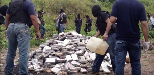 Honduras es un poema narcopolítico