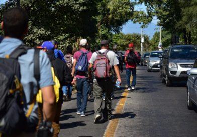 Salvadoreños también salen en caravana para EE. UU.