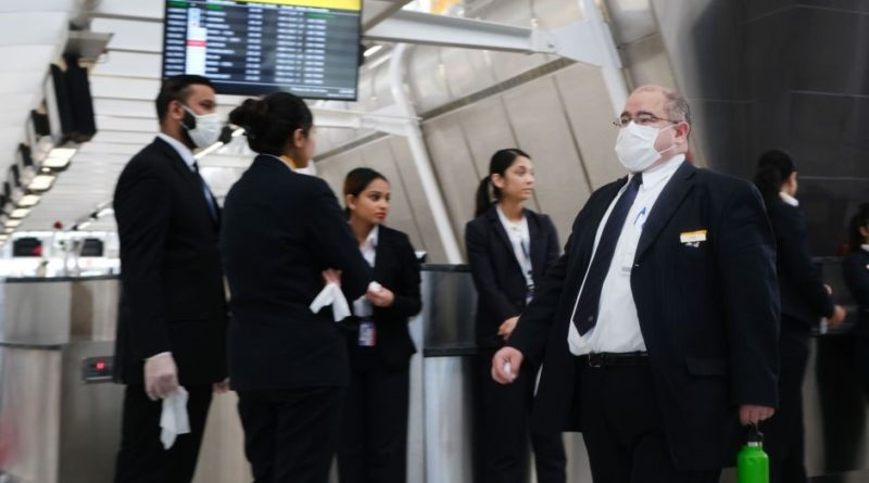 EE.UU incrementa restricciones en aeropuertos