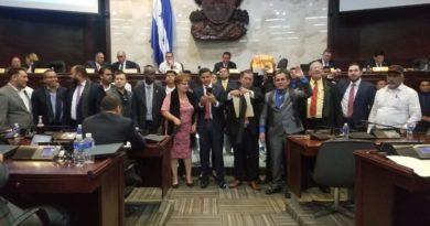 ¡Libre se retira de discusión de nueva Ley Electoral!: y su aprobación queda en suspenso