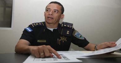 Capturan al comisionado de policía Leonel Sauceda y su esposa por lavado de activos