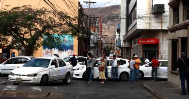 Entre taxis, caos y protestas en Tegucigalpa