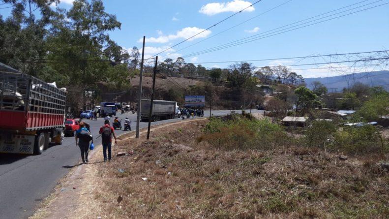 Pobladores con hambre se toman carretera a Olancho