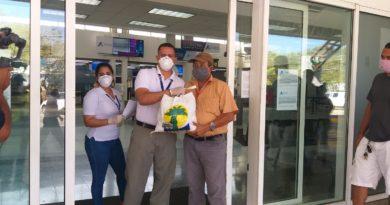 Aeropuertos de Honduras entrega alimentos a prestadores de servicios de Toncontín y Roatán