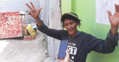 Mujer de 60 años narra su historia entre la basura