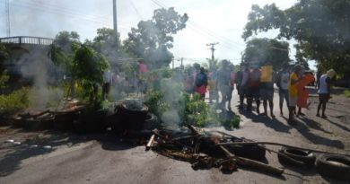 ¡Alerta! Policía reprime a comunidades que protestan contra secuestro de garífunas