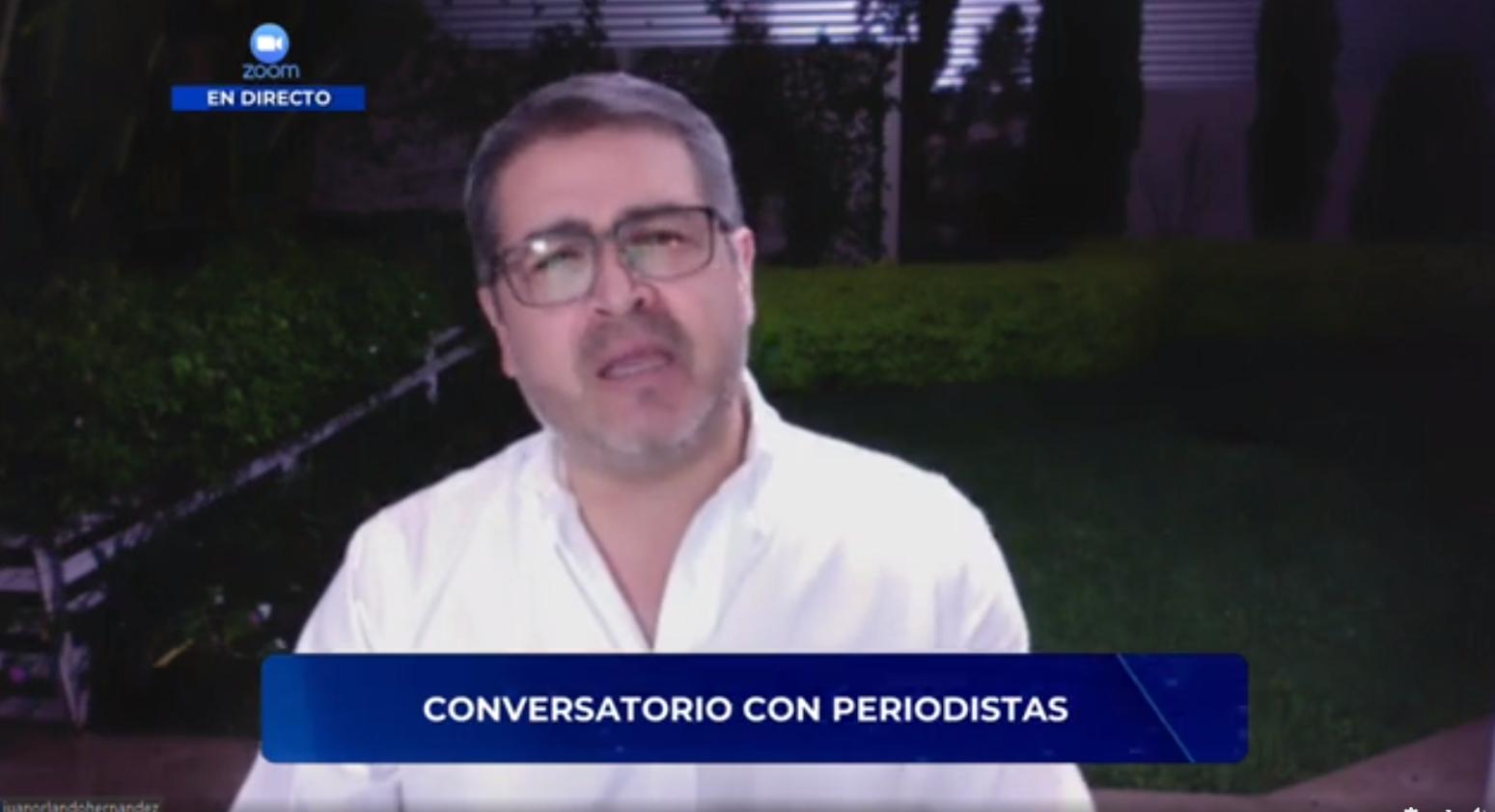 Periodistas no hicieron preguntas incómodas a Hernández en conversatorio
