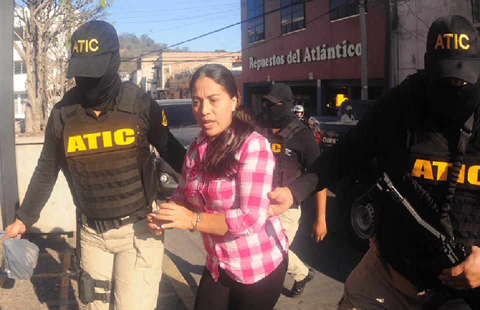 Ocho años de cárcel a Ilsa Aguirre mamá de la palillona involucrada en el robo al IHSS