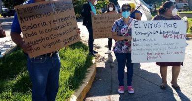 Empleados de HospitalD´Antonide La Ceiba protestan por incumplimiento a contrato laboral
