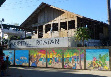 Honduras: Mientras gobierno celebra apertura de triajes, pacientes Covid-19 en Roatán son atendidos en pasillos del hospital