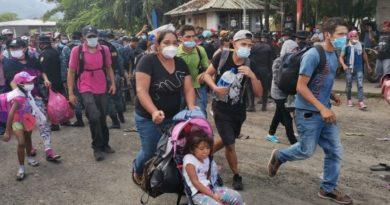 """""""Ayer decidí irme"""", dice uno de los dos mil hondureños de la caravana de migrantes rumbo a EEUU"""