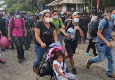 México amenaza hasta con 10 años de cárcel a migrantes de caravana que va hacia EE. UU