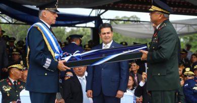 En vergüenza Honduras por condecorar a exsecretario de Defensa de México, capturado por narcotráfico en EE. UU