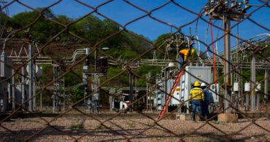 Protestas en La Ceiba contra aumentos a energéticos, falta de agua y reconstrucción del puente Saopín
