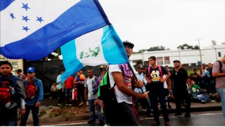 35 hondureños de las caravanas migrantes