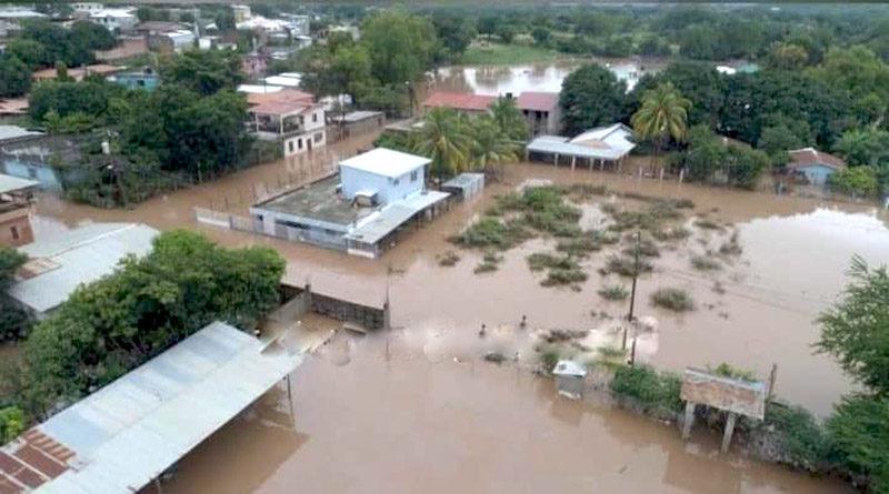 Río Humuya inunda barrios y colonias en Comayagua