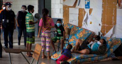 Frío, hambre y sed, damnificados en el Distrito Central urgen de apoyo mientras los políticos brillan por su ausencia