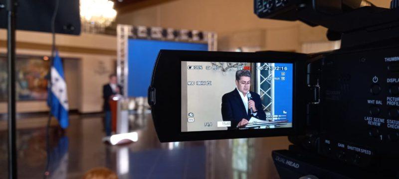Juan Hernández arremete contra fiscales