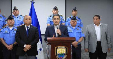 Mientras JOH tuitea su inocencia, nexos de Policía hondureña con narcotráfico son evidenciados en Nueva York