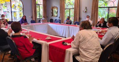 Líderes políticos y sociales inician reuniones para formar una alianza