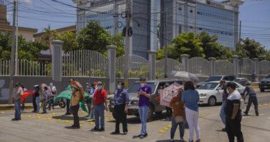 Maestros protestan contra ley que pretende trastocar los fondos de pensión