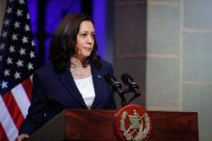Kamala Harris pide a inmigrantes