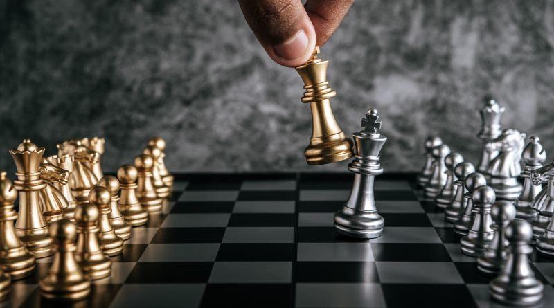 El ajedrez político de la derecha